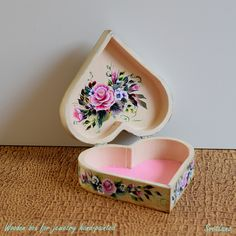 Decorative wooden box for jewelry hand-painted with acrylic upon the handmade craquelure and varnished with gloss. Decorative Wooden Boxes, Decorative Objects, Sea Flowers, Mixed Media Painting, Painting & Drawing, Framed Art, Hand Painted, Tableware, Glass
