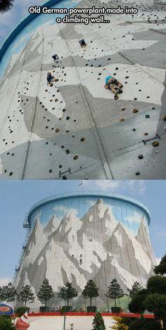 En Allemagne.  Un ancien barrage qui sert de mur à escalader.  //  Incredible Climbing Wall