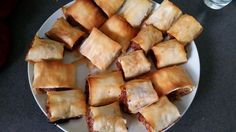 """Read our delicious recipe for Healthy """"Hidden Veggie"""" Sausage Rolls, a recipe fr… Read our delicious recipe for Healthy """"Hidden Veggie"""" Sausage Rolls, a recipe from The Healthy Mummy, which is a safe way to lose weight after having a baby Healthy Mummy Recipes, Diet Recipes, Healthy Snacks, Healthy Eating, Cooking Recipes, Recipies, Savoury Recipes, Healthy Sides, Freezer Cooking"""