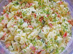 Kartoffelsalat, leicht und frisch  Zutaten  1 kgPellkartoffeln vom Vortag 4 Zwiebel(n), rot 1 Salatgurke(n) 1 BundRadieschen 4 ELSchnittlauch, feinste Röllchen 125 gMayonnaise 125 gJoghurt, fettarm 1 ELMilch 1 TLSenf, mittelscharfer  Essig (Weißweinessig)  Salz und Pfeffer