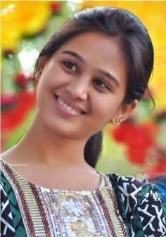 Mrunal Dusanis Family Beautiful Girl In India, Most Beautiful Faces, Beautiful Girl Photo, Beautiful Eyes, Indian Actress Hot Pics, Most Beautiful Indian Actress, Beautiful Actresses, Beauty Full Girl, Beauty Women