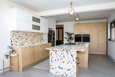 London's premier terrazzo specialist Diespeker & Co has experienced high levels of interest in one of the latest additions to its range of designs, a strong style-leader that simply cries. Lobby Interior, Kitchen Interior, Kitchen Backsplash, Kitchen Countertops, Terrazzo Tile, Home Kitchens, Kitchen Dining, Decoration, Home Decor