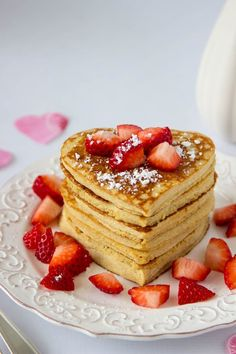 High Protein Oatmeal Pancakes -a breakfast high in protein helps fuel you up and keeps you feeling full longer. Heart healthy and heart-shaped, these High Prote Oatmeal Protein Pancakes, High Protein Breakfast, Pancakes And Waffles, Valentines Breakfast, Valentines Day Cakes, Heart Shaped Pancakes, Savoury Cake, Clean Eating Snacks, Yummy Food