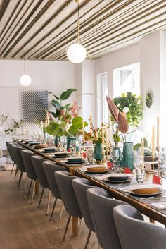 Interior Ceiling Design, Ceiling Detail, Sweet Home, Table Settings, Loft, Table Decorations, Celebrities, Ideas, Holidays