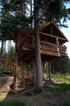 """""""outta-the-woods"""" a tree house built by mike zamara and debbie lungal zamara and located in the east kootenays of british columbia."""