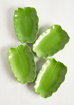 You'll be surprised by how quickly your desserts disappear when they're served on these ceramic plates. The mark of an excellent chef, this green, banana leaf-shaped dishware promotes clean plates and stylish serving that's certain to have your guests returning for seconds!