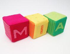 Würfel - Spielwürfel mit Deinem Wunschnamen 3 Buchstaben - ein Designerstück von kugelkatze bei DaWanda