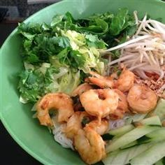 Vermicelli Noodle Bowl - Fresh herbs, + warm grilled shrimp + tangy sweet and sour sauce = the ultimate refreshing dinner. Fish Recipes, Seafood Recipes, Asian Recipes, Dinner Recipes, Cooking Recipes, Healthy Recipes, Dinner Ideas, Ethnic Recipes, Salads
