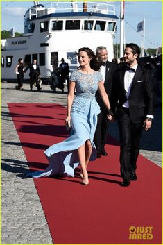 Prince Carl Philip of Sweden Hosts Pre-Wedding Dinner with Fiancee Sofia Hellqvist!
