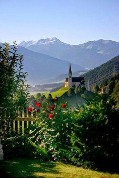 St. Pankraz, Zillertal, Tyrol, Austria #Oostenrijk #Zillertal #Tirol #bergen #kerk #uitzicht #bloemen