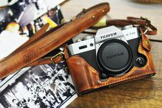 Cow leather case for Fujifilm include leather vintage full case and leather strap Leather Camera Strap, Camera Straps, Cow Leather, Leather Case, Fujifilm Xt10, Fuji Camera, Carte Sd, Classic Camera, Photography Gear