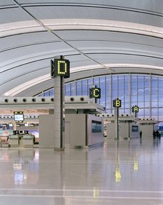 Entro developed a comprehensive wayfinding program to move passengers efficiently through a new terminal at Toronto International Pearson Airport. Airport Architecture, Toronto Airport, Airport Design, University Of Cincinnati, Canada Eh, Airline Travel, Design Competitions, Air Show, International Airport