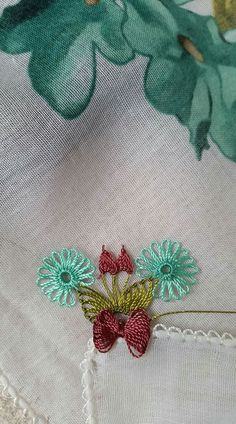 This Pin was discovered by Şük Needle Lace, Needle And Thread, Crochet Edging Patterns, Hairpin Lace, Point Lace, Karen Millen, Hair Pins, Diy And Crafts, Projects To Try