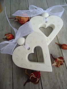 Latest Free of Charge Pottery Designs for kids Ideas Herz mit Ball Hochzeit – # Ball # Herz # Hochzeit – basteln – Valentine Day Crafts, Holiday Crafts, Christmas Clay, Christmas Ornaments, Salt Dough Crafts, Valentine's Day Crafts For Kids, Creation Deco, Clay Ornaments, Diy Clay