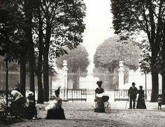 Au petit Luxembourg, Paris, circa 1910. via the Verdeau Photo Collection