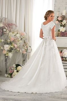 A Line Tulle Modest Wedding Dress with Lace Appliques