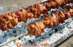 kontosouvli Greek Recipes, Pork Recipes, Dairy Free Keto Recipes, Eat Greek, Greek Easter, Grill Restaurant, Greek Dishes, Meat Lovers, White Meat