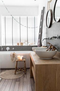 sfeervolle badkamer | nice bathroom | vtwonen kerstspecial 2016 | photography: Hans Mossel | styling: Sabine Burkunk