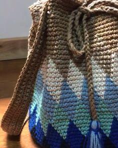 Aprenda a Ganhar Muito Dinheiro Fazendo Lindas Bolsas de Crochê! Knitting Designs, Knitting Patterns, Crochet Patterns, Crochet Handbags, Crochet Purses, Crochet Bags, Crochet Tools, Knit Crochet, Crochet Shoulder Bags