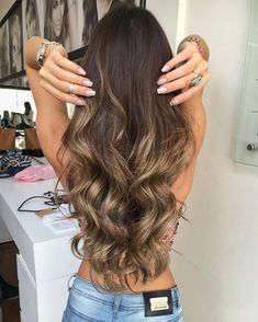Best tape in human hair extensions, clip in human hair extensions, pre bonded hair extensions on sale. High quality pure human hair extension at lower price. Brown Hair Balayage, Brown Blonde Hair, Hair Color Balayage, Hair Highlights, Honey Balayage, Brunette Hair, Gorgeous Hair, Amazing Hair, Pretty Hairstyles