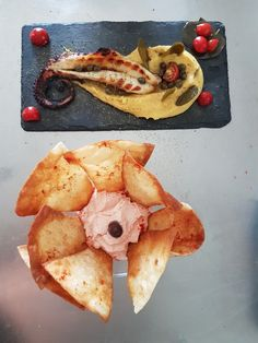 Locura beach bar & restaurant. Grilled octopus with santorini fava