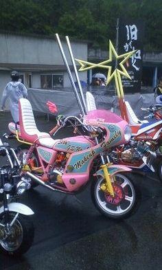 暴走 / Bōsōzoku Custom Motorcycles, Custom Bikes, Custom Cars, Japanese Gangster, Pink Car Accessories, Japanese Motorcycle, Road Rage, Kustom Kulture, Biker Chick