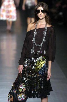 Outstanding Crochet: Crochet ruffle black skirt. Ask for the pattern. Blogger says she'll e mail. Thanks!