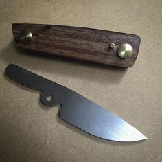 Knocked out a new friction folder design today while @samsoetart took a break from carving skulls ...