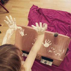 An einem Regentag wird hier gebastelt. Die Tiere brauchen ein Zuhause. Mehr dazu in der Story... . . . . #planningmathilda#gutenmorgen#regentag#basteln#bastelnmitkindern #renovierungläuft#malen#lebenalsmama #lebenmitkindern#familie#family#artistsoninstagram#artist #upcycling#art#diy Blog, Tote Bag, Instagram, Diy Baby, Motorcycle, Kid Cooking, Diys, Simple Diy, Studying
