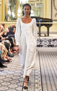 Brock Collection Spring 2020 Ready-to-Wear Fashion Show Collection: See the complete Brock Collection Spring 2020 Ready-to-Wear collection. Look 2 2020 Fashion Trends, Fashion 2020, Runway Fashion, Fashion Show, 90s Fashion, Fashion Women, Couture Mode, Style Couture, Couture Fashion