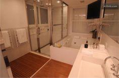 Casa de #Ronaldinho #Lavabo Corner Bathtub, Bathroom, Brazil, Powder Room, Modern Man, Nice Houses, Flats, Washroom, Full Bath