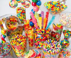 A party theme suitable for all ages, and perfect for the sweet tooths of this world. From invitation ideas, to menu ideas, here is your 'Golden Ticket' to the Willy Wonka Chocolate Factory Candy Theme, Candy Party, Rainbow Candy Buffet, Rainbow Sweets, Rainbow Theme, Lolly Buffet, Candy Buffet Tables, Buffet Ideas, Bar A Bonbon