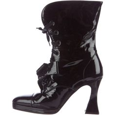 Pre-owned Chanel Patent Leather Bow-Embellished Lace-Up Boots ($295) ❤ liked on Polyvore featuring shoes, boots, black, black lace up boots, lace up boots, black laced shoes, chanel shoes and black cap toe boots