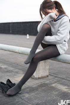 Cute Tights, Tights And Heels, Tights Outfit, Black Tights, Pantyhose Outfits, Pantyhose Legs, Nylons, Cute Japanese Girl, Fashion Tights