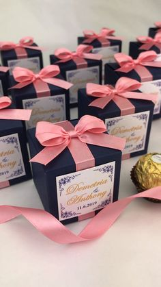 Graduation Signs Discover Wedding party favors for guests Personalized wedding favor gift boxes with satin ribbon bow. Elegant bonbonniere for candies or small souvenirs to thank guests. Candy Wedding Favors, Elegant Wedding Favors, Wedding Gift Boxes, Personalized Wedding Favors, Diy Wedding, Wedding Gifts, Candy Favors, Wedding Weekend, Party Wedding