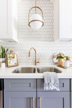 Kitchen Remodel Ideas Looking for unique kitchen backsplash ideas? Find beautiful inspiration, including herringbone and Moroccan tile.and so much more! Let us be your inspiration, as you remodel your kitchen! Home Kitchens, Kitchen Backsplash Designs, Kitchen Backsplash, Kitchen Renovation, Kitchen Decor, Modern Kitchen, New Kitchen, Kitchen Interior, Interior Design Kitchen
