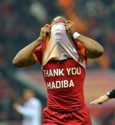 Tributo de Didier Drogba's tribute a Nelson Mandela.