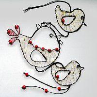 Záves slepička a kuřátka / Zboží prodejce mat. 3d Pen, Wire Weaving, Wire Crafts, Wire Art, Hanging Art, Wind Chimes, Hanging Decorations, Washer Necklace, Arts And Crafts