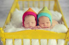 Baby Photography Props- Baby Photo Ideas - Pinned for Kidfolio, the parenting mobile app that makes sharing a snap. Newborn Bebe, Newborn Twins, Newborn Poses, Posing Newborns, Little Babies, Cute Babies, Baby Kids, Twin Photos, Baby Photos