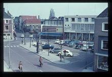 Komgronden, 1961 Beschrijving: De markt met hotel Corbelijn in Tiel. 11-4-1961 Foto's (Gelders Archief)