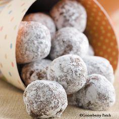 Gooseberry Patch Chocolate-Orange Snowballs Recipe -add some Gran Marnier Cookie Balls Recipe, Cookie Jars, Cookie Recipes, Dessert Recipes, Grandma's Recipes, Homemade Desserts, Polish Christmas, Christmas Baking, Christmas Cookies