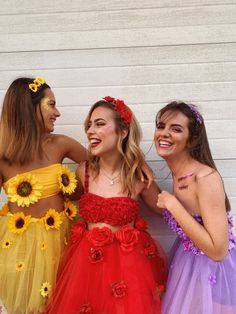 Flower costume Easy to make DIY Halloween costumes for women - The Purge - New IdeasDIY Simple Women for Halloween costumes make Make peacock costume yourself Inspiration & Accessories: Peacock Costume Make Up for Groups Cute Group Halloween Costumes, Cute Costumes, Halloween Kostüm, Halloween Outfits, Girl Costumes, Costumes For Women, Group Costumes, Vintage Halloween, Friend Costumes