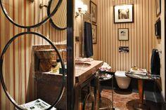 Lorenzo Castillo's bathroom in Madrid #lorenzocastillo #bathroom #madrid #spanishdesign #marblebathroom #marble #stripedwallpaper
