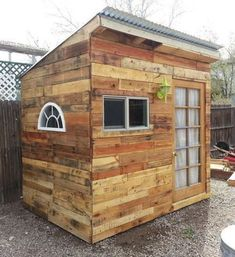 10 Garden Shed Plans made from pallet-A good way to recycle pallet instead of throwing them away to the landfill. 10 Garden Shed Plans made from pallet-A good way to recycle pallet instead of throwing them away to the landfill. Garden Shed Diy, Backyard Garden Design, Diy Shed, Garden Ideas, Rustic Backyard, Modern Backyard, Easy Garden, Pallet Shed Plans, Storage Shed Plans