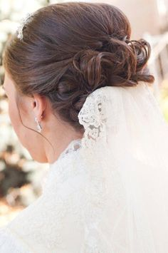 Elegant bridal hair with wedding veil.  Carrie Purser Makeup and Hair Artistry