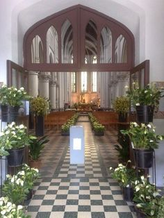 L'Eglise Saint-Pierre de Jette en fleurs. #jette #eglise
