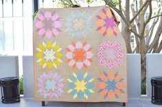 Kitchen Table Quilting: Swoon quilt!  Love the background color!