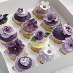http://www.farncombecourses.co.uk/event/creative-cupcakes-masterclass-2/