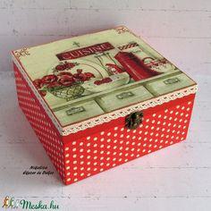 Piros vintage konyhamintás teafiltertartó/kekszes/fűszeres/recepttartó/tároló doboz - RENDELHETŐ (NikoLizaDekor) - Meska.hu Decorative Boxes, Monogram, Diy, Home Decor, Kitchens, Monogram Tote, Homemade Home Decor, Bricolage, Do It Yourself