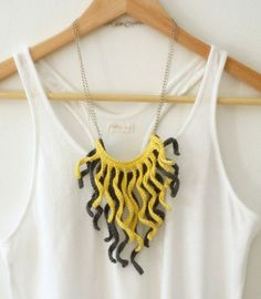 Crochet fringes necklace